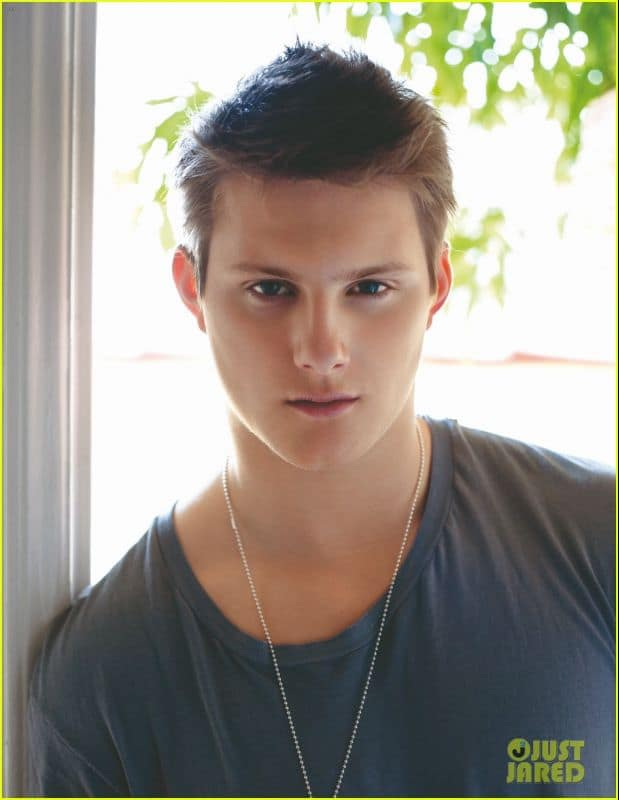 alexander-ludwig-da-man-april-08.jpg